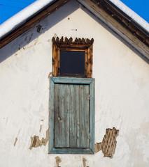 Окно чердака и воробьи