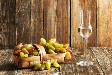 Fresh grapes and grappa Fototapete