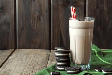 Printed kitchen splashbacks Milkshake milkshake (chocolate smoothie) with cookies