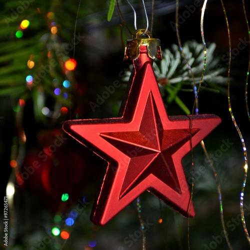 Weihnachtsstern Für Tannenbaum.Roter Weihnachtsstern Am Tannenbaum Stock Photo And Royalty Free