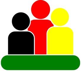 3 Figuren auf grünem Untergrund