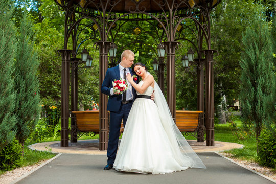 Wedding couple near decorative alcov