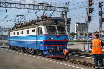 Electric locomotive CHS2K
