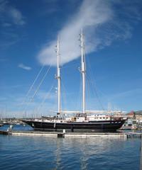 Toulon, Bateau dans le port