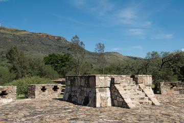 Fragmento de estructura arquitectónica de la zona arqueológica de Ixtlán.