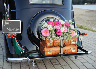 Tuinposter Vintage cars wedding car