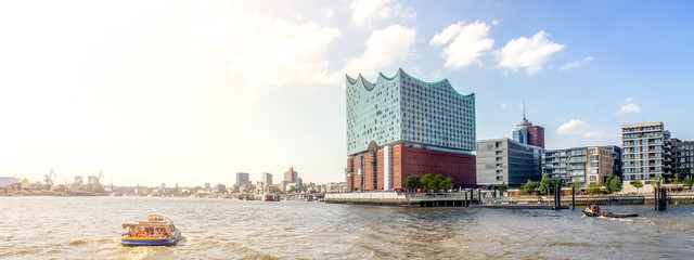 Hamburg Hafen und Elbphilharmonie
