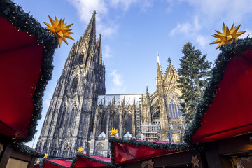 Cologne cathedral as seen from the christmas market.