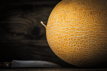 Rope melon with knife horizontal