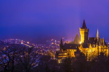 Foto auf Leinwand Schloss Schloss in Wernigerode an einem Winterabend