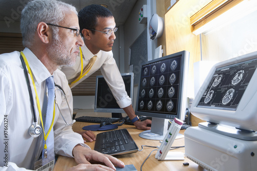 how to become a physician radiologist