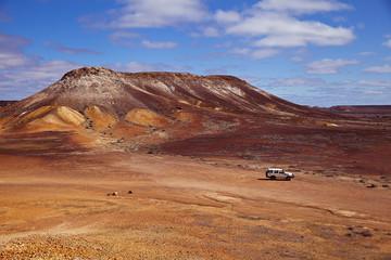 painted desert in australien mit allrad geländewagen
