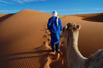Tuareg nel deserto del Sahara