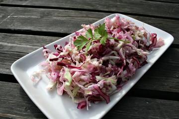 organic lifestyle rotkohl salat vegan dressing holz shabby chic draußen urban bio biologisch