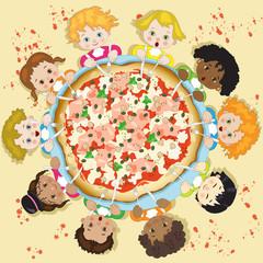 Bambini in Cerchio con Pizza Grande