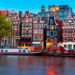Photo sur Toile Amsterdam Night city view of Amsterdam canal