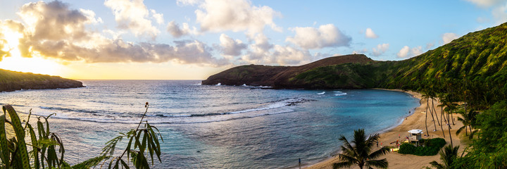 Hanauma Bay oahu snorkeling in hawaii beach