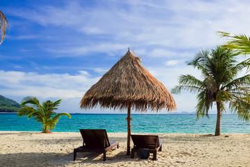 Poster Zanzibar Empty beach bed under thatched umbrellas