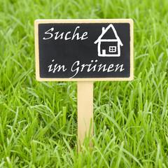 Schild - Suche Haus im Grünen