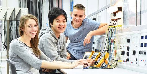 Berufsschüler/ Studenten in der Fachausbildung Elektronik