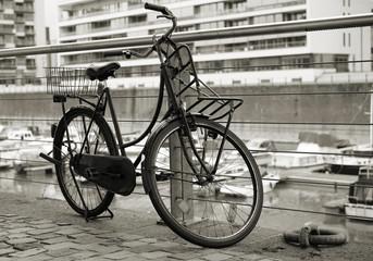 Fahrrad im Rheinauhafen in Köln