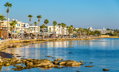 Autocollant pour porte Chypre View of embankment at Paphos Harbour - Cyprus