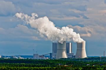 Kühltürme von Braunkohlekraftwerk Lippendorf in Sachsen