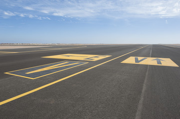 Directional sign markings on a runway