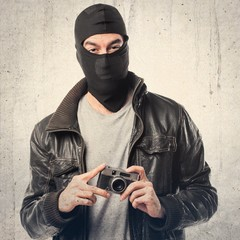 Robber photographing
