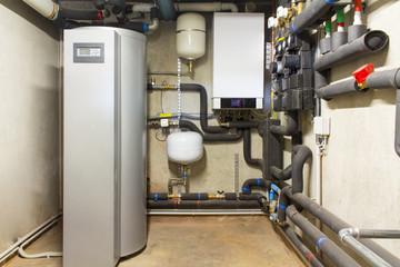 Caldaia a gas a condensazione e serbatoio solare per acqua calda