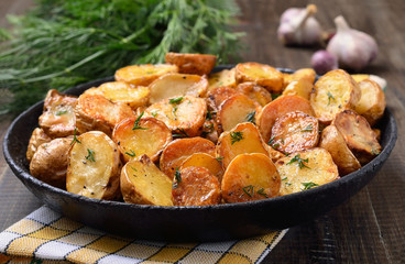 Potato baked with dill in pan
