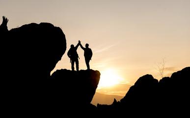 kayalıklarda günbatımı ve zirve başarısı