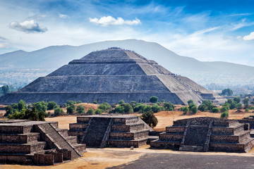 Papiers peints Mexique Panorama of Teotihuacan Pyramids