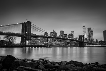 Fototapete - Brooklyn bridge at dusk, New York City.
