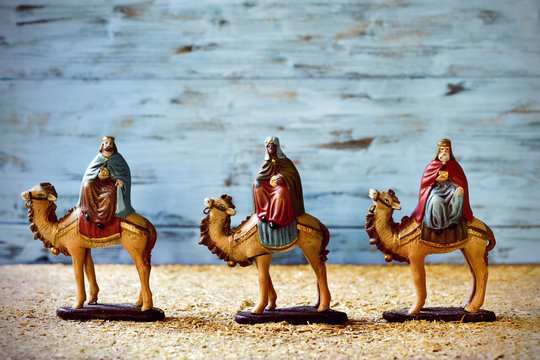 the three kings in their camels