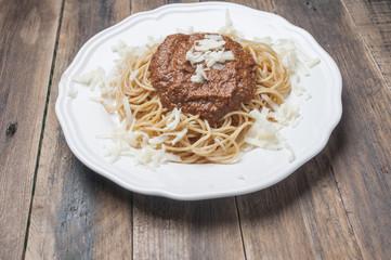 Grain spaghetti with sauce