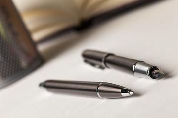 Obraz Pióro i długopis - fototapety do salonu