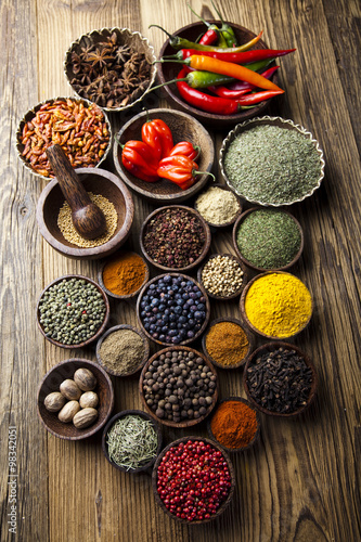 Fototapete Spices on wooden bowl background