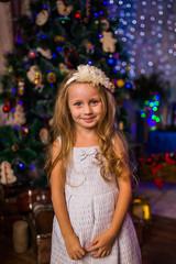 Скоро новый год! Девочка ждет дед мороза!