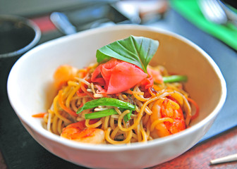 Noodle with vegetables and shrimps