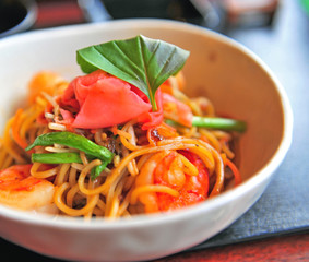 Noodle with shrimps and vegetables
