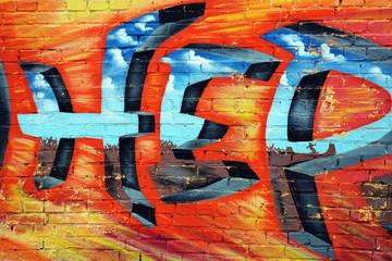 Красивое яркое цветное граффити на городской кирпичной стене