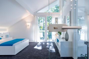 Schlafzimmer mit Glastür