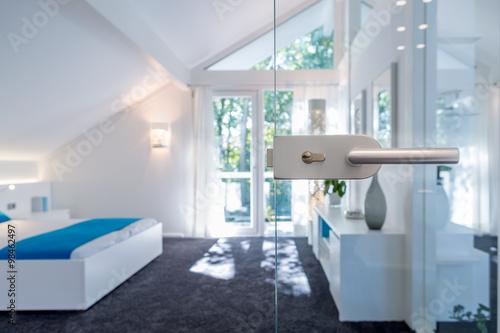 schlafzimmer mit glast r stockfotos und lizenzfreie bilder auf bild 98462497. Black Bedroom Furniture Sets. Home Design Ideas