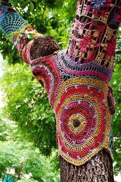 Colorful crochet knit tree trunk (yarn bombing)