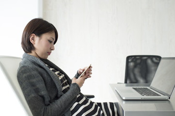 Women have an Internet shopping to break time in the office