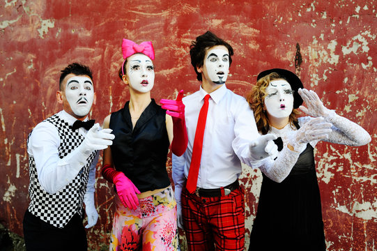 mimes depict different emotions