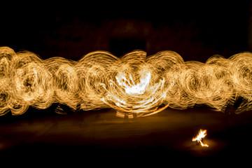 fuoco caldo gioco con il fuoco