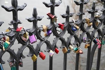 Liebesschlösser auf der Karlsbrücke