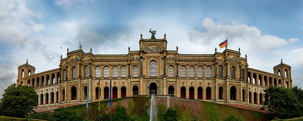 Münchner Parlament des Freistaats Bayern im Maximilianeum hochauflösend Panorama HD Landtag sehenswürdigkeiten